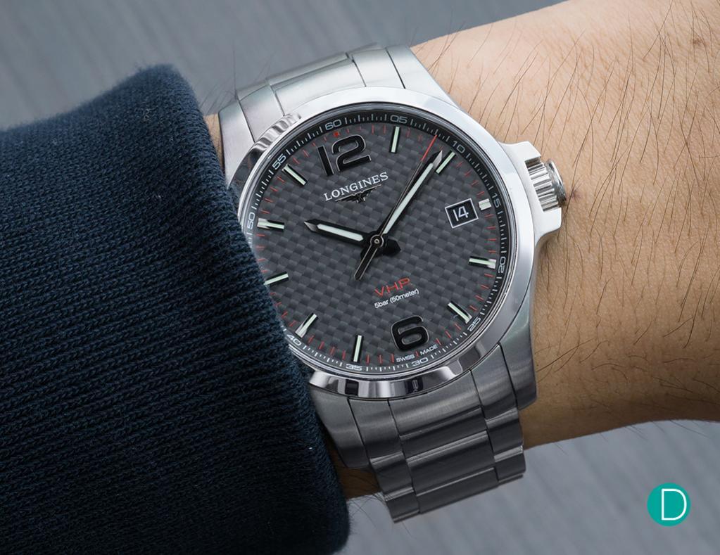 Kliknite za sliku za veću verziju  Ime:longines-conquest-vhp-wrist-shot-carbon.jpg Viđeno:370 Veličina:117,3 KB ID:147190