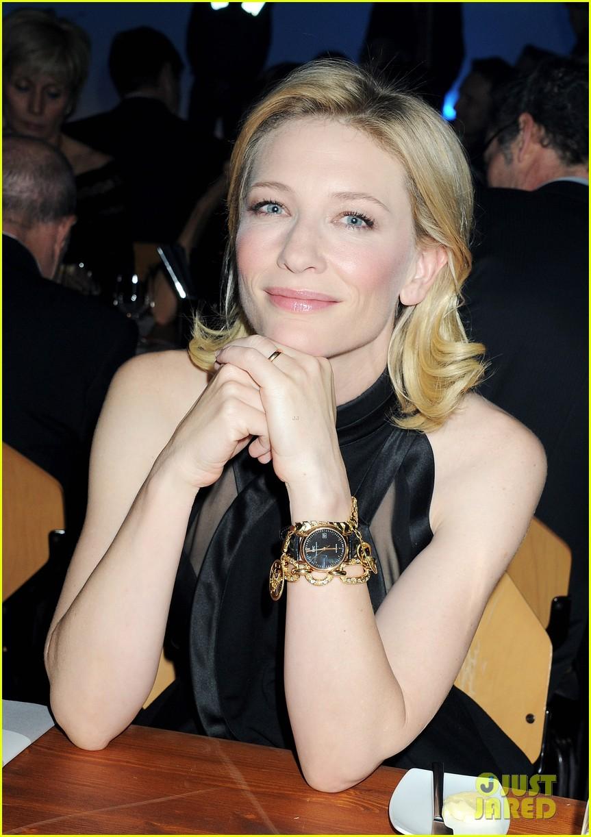 Kliknite za sliku za veću verziju  Ime:Cate-Blanchett-IWC-Top-Gun-Gala-in-Geneva-cate-blanchett-28389075-863-1222.jpg Viđeno:597 Veličina:221,6 KB ID:113191