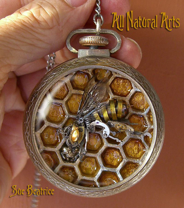 Naziv: AD-Recycled-Watch-Parts-Sculptures-Vintage-Antique-Susan-Beatrice-10.jpg, pregleda: 92, veličina: 150,5 KB