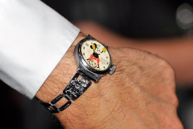 Kliknite za sliku za veću verziju  Ime:Mickey Mouse sat.jpg Viđeno:884 Veličina:199,5 KB ID:118514