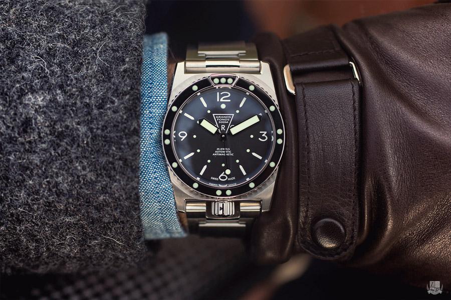 Kliknite za sliku za veću verziju  Ime:ZRC-Grands-fonds-300-Marine-nationale-wrist-focus.jpg Viđeno:312 Veličina:181,4 KB ID:139626