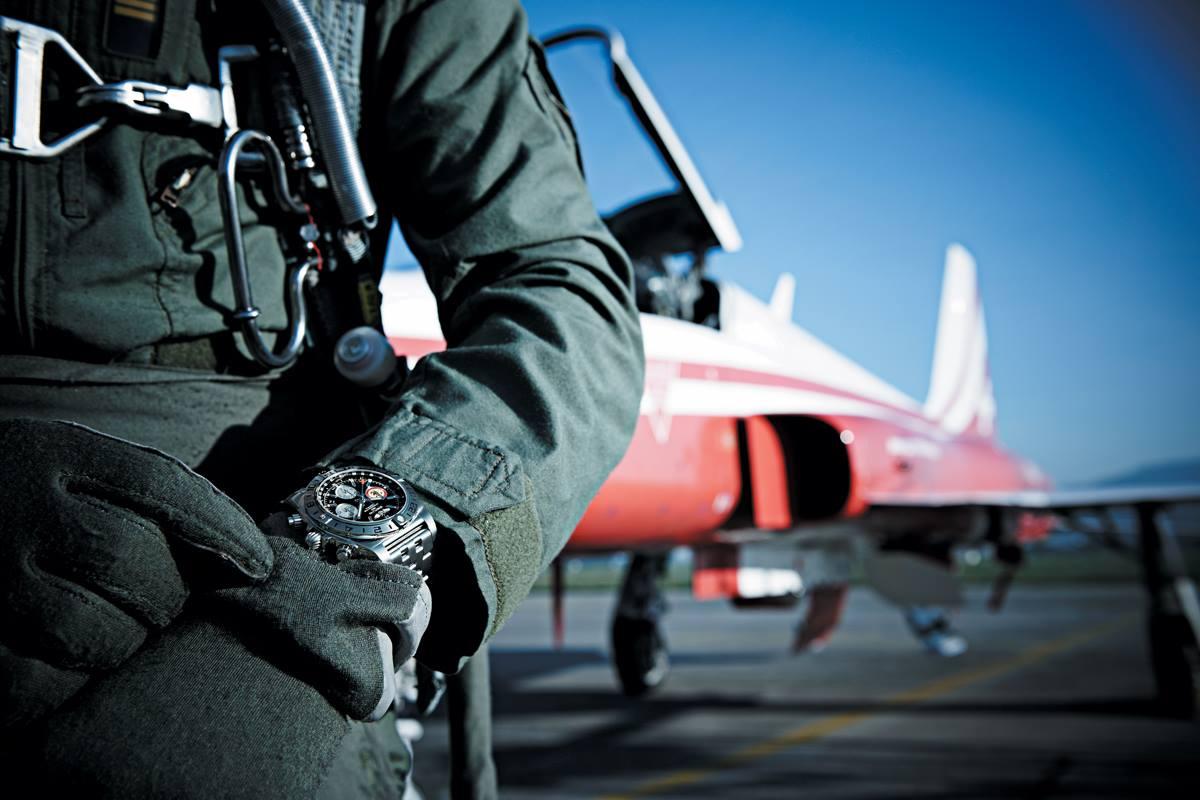 Naziv: Breitling-Chronomat-44-GMT-Patrouille-Suisse-50th-Anniversary-satovi-3.jpg, pregleda: 112, veličina: 95,8 KB